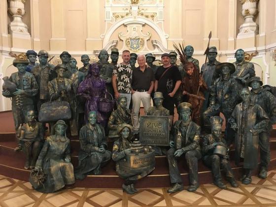 Živé sochy v Redute